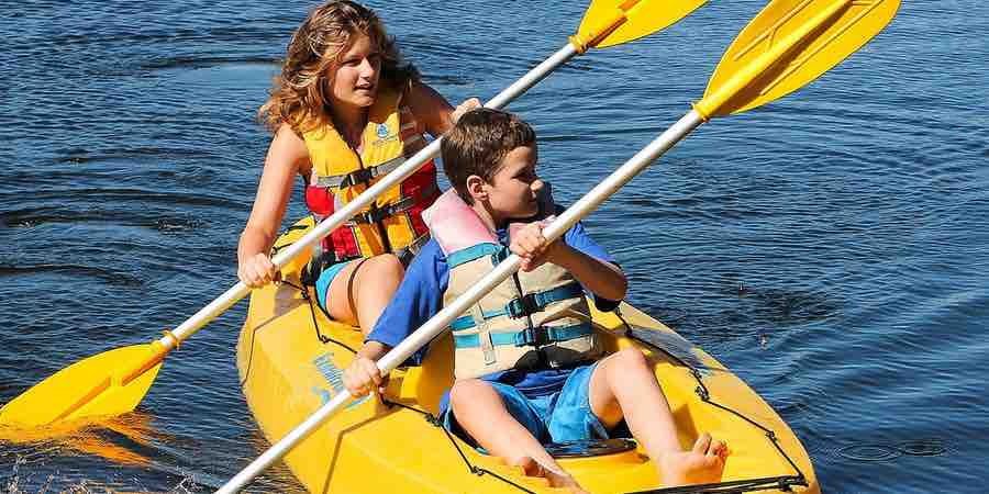 Kayaks infantiles. Kayak sit in top